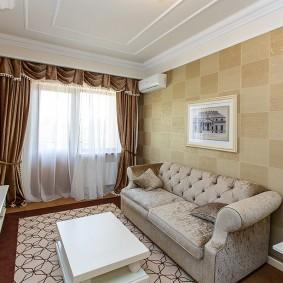 Маленькая гостиная в трехкомнатной квартире