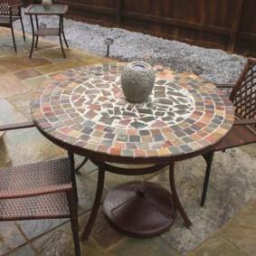 Садовый стол на металлическом основании
