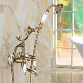 Винтажный смеситель для ванной в стиле прованс
