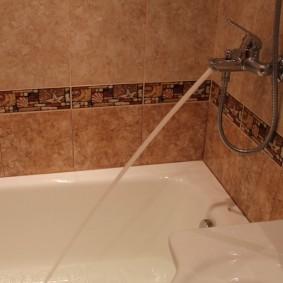 Декор ванной комнаты керамической плиткой