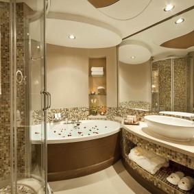 Зонирование ванной комнаты двухуровневым потолком