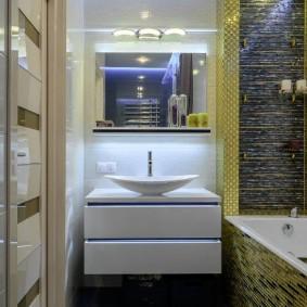 Компактная ванная комната в современной квартире