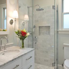 Декор ванной живыми цветами