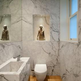 Мраморная отделка туалета в современном стиле