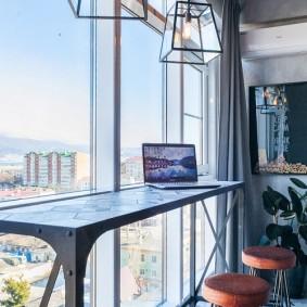 Стильный столик для ноутбука на балконе