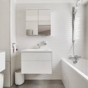 3D-плитка в ванной комнате с подвесной тумбой