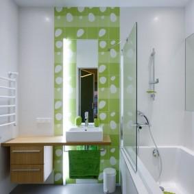 Зеленое панно из керамической плитки