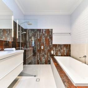 Контрастный интерьер современной ванной