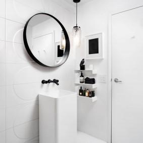 Круглое зеркало в тонкой оправе