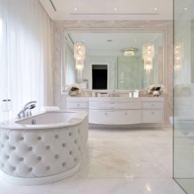 Ванна с мягкой обивкой в классическом стиле
