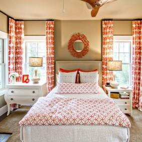 Розовые шторы в спальне девушки