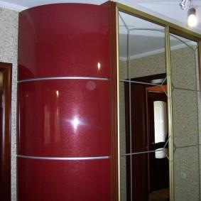 Комбинированный шкаф-купе в углу коридора