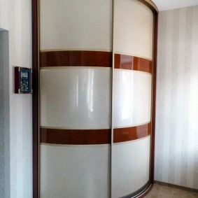Радиусный шкаф-купе с матовыми стеклами