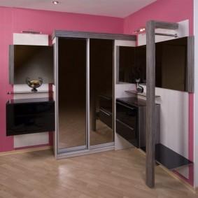 Комбинированная мебель в прихожую современного стиля