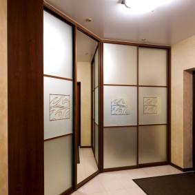 Современные шкафы в прихожей нестандартной формы