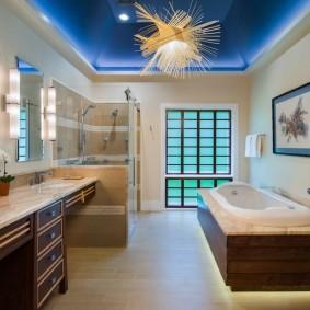 Декоративное освещение ванной комнаты с натяжным потолком