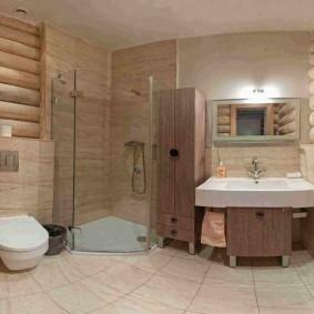 Большая ванная на первом этаже частного дома