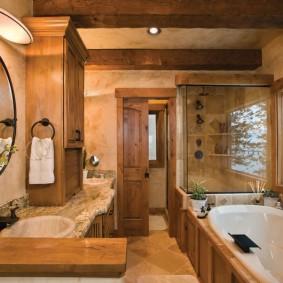 Деревянные балки на потолке ванной комнаты