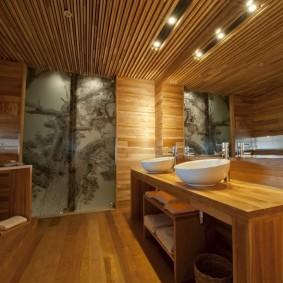 Отделка рейками потолка в совмещенной ванной