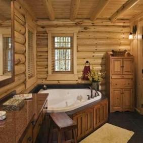Удобная ванна в деревянном подиуме
