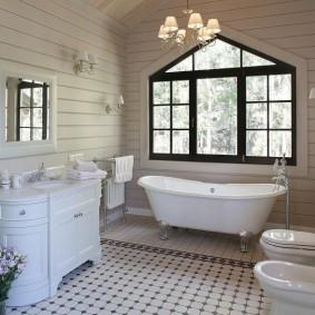 Белая сантехника в большой ванной комнате