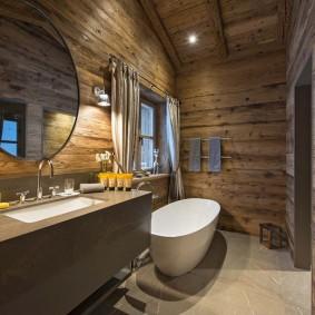 Брутальный интерьер небольшой ванной комнаты