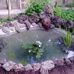 Самодельный водоем небольшого размера