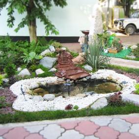 Ручей с прудиком на садовом участке