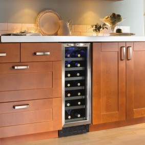 Мини-бар в нижней части кухонного гарнитура