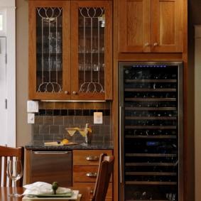 Встроенный шкаф для хранения вина на кухне