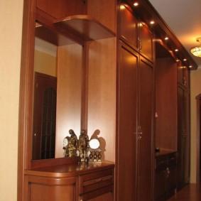 Подсветка встроенного шкафа точечными светильниками