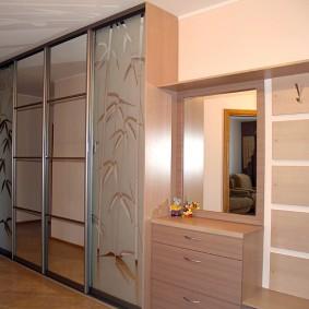 Корпусной шкаф-купе высотой до потолка