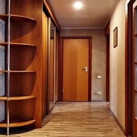 Деревянные двери со стеклянными вставками