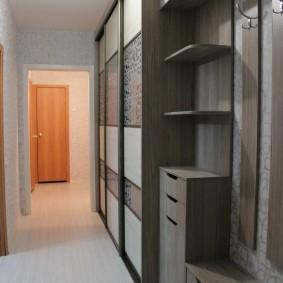 Узкая мебель из недорого ДСП в прихожую комнату