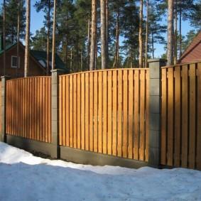 Красивый забор из тонких досок