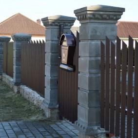 Опорные столбы из бетонных блоков