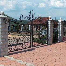 Роскошные ворота ручной ковки