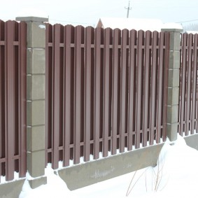 Заборные столбы из пустотелых блоков