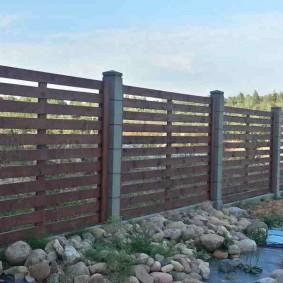 Дачный забор из толстых досок