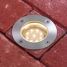 Встроенный грунтовый светильник для подсветки стены дома
