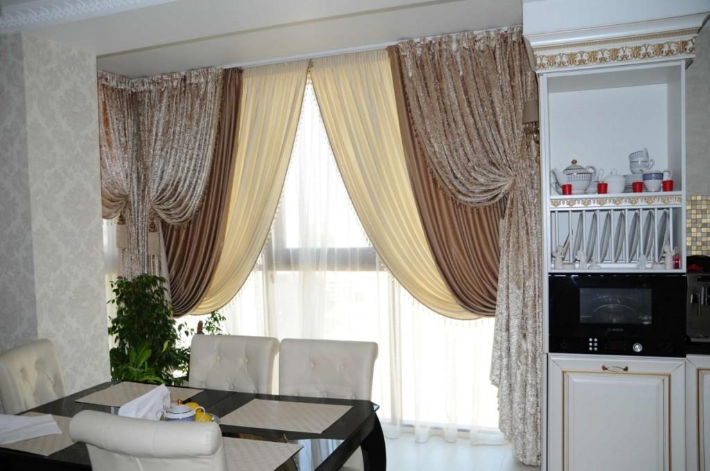 Оформление кухонного окна итальянскими шторами