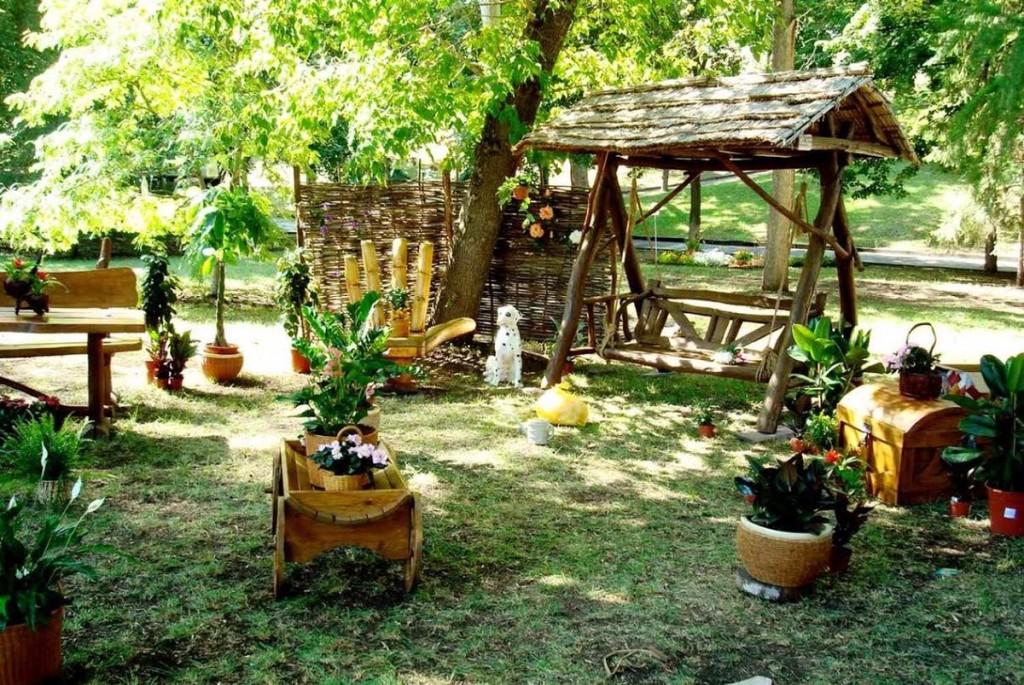 Декоративное оформление сада в стиле кантри