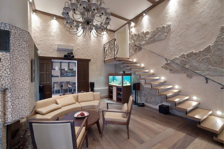 Фото консольной лестницы в городской квартире