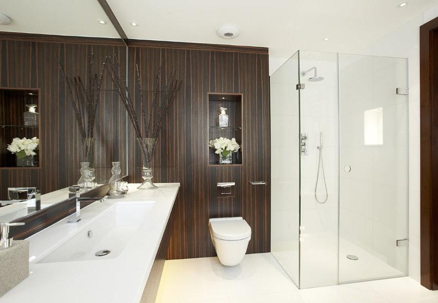 Душевая кабина в ванной стиля минимализма