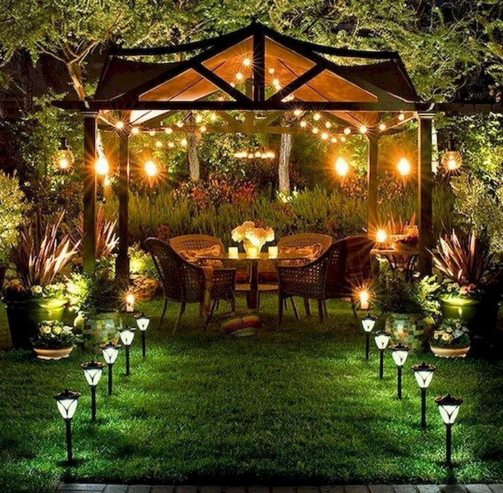 Ночное освещение садовой беседки из дерева