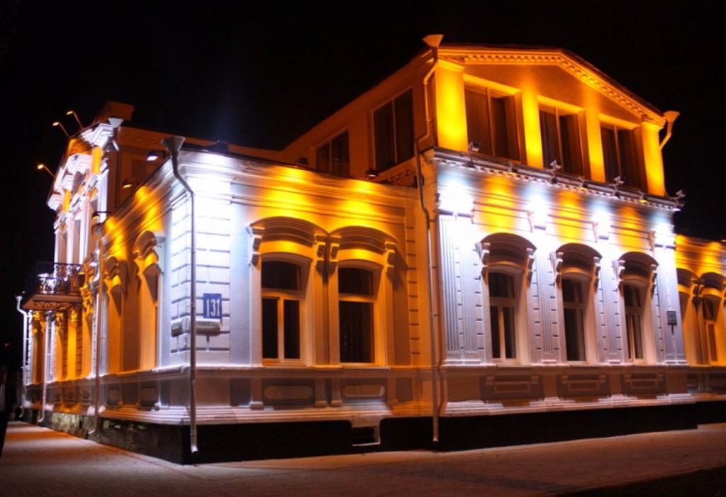 Архитектурная подсветка здания постройки прошлого века