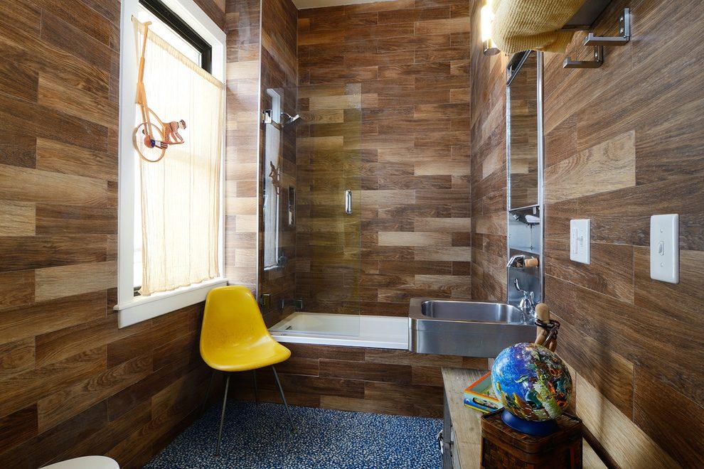 Прмер отделки ламинатом стен и пола в ванной комнате