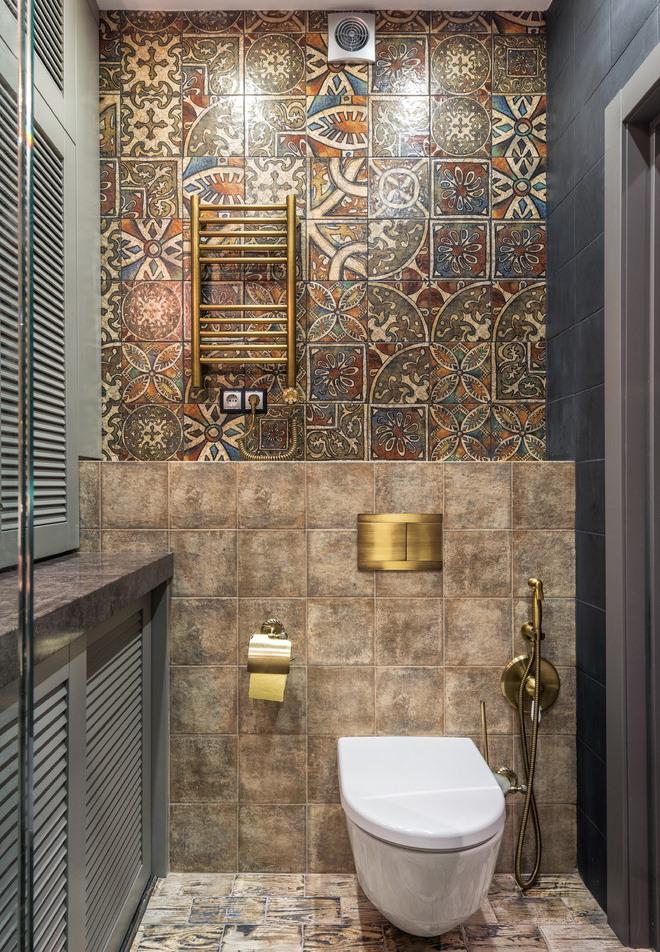 Интерьер туалета с гигиеническим душем