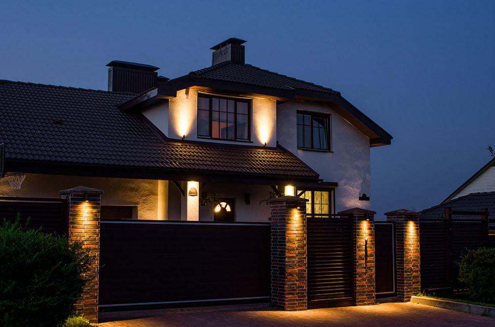 Локальное освещение фасада частного дома