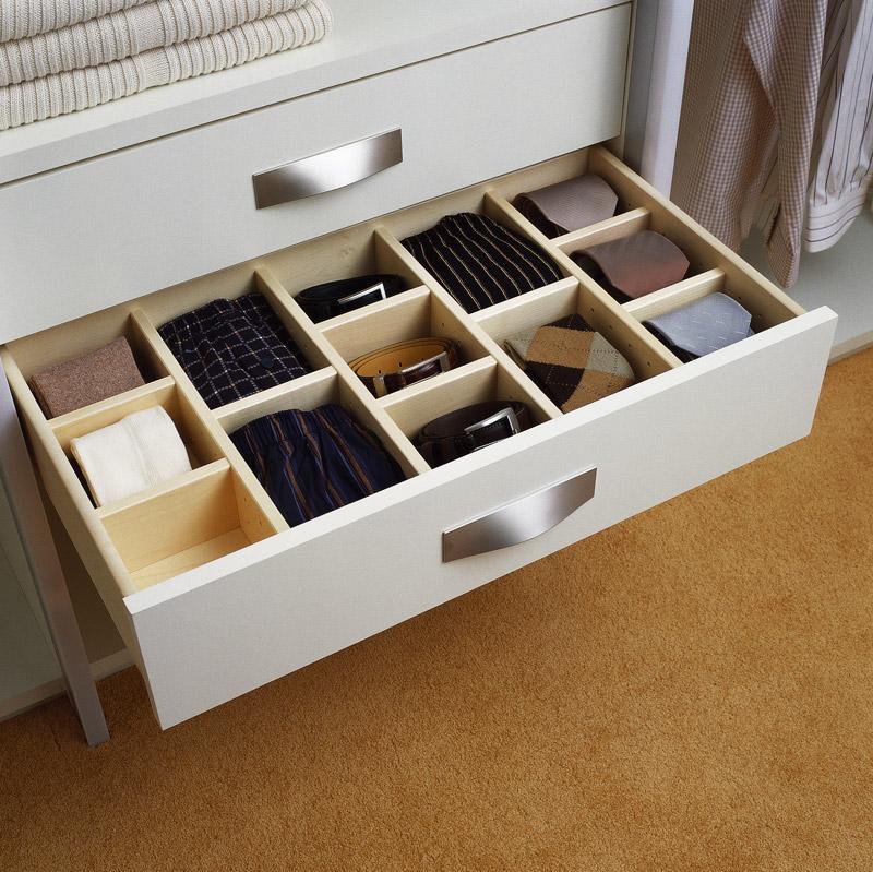 Хранение галстуков и прочей мелочевки в гардеробной комнате